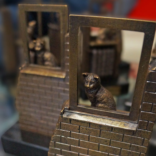 Бизнес-сувенир «Кошка у окошка» для компании МОЭК